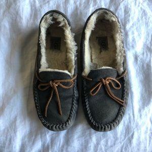 Gray Ugg Dakota slippers size 9